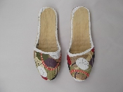 http://bungaloweight.sellmojo.com/images/inspiration/Painted-Slippers-500x3757278.jpg